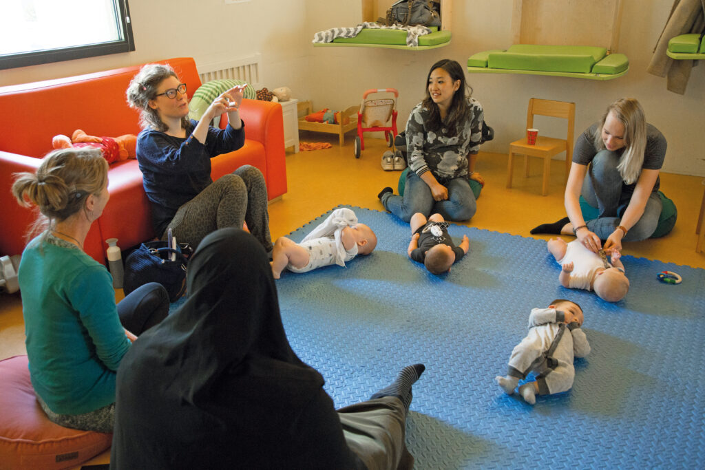 Een CenteringOuderschap-groep met moeders en hun baby